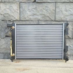 Радиатор двигателя Хендай Солярис 1