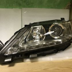 Передняя правая фара на Lexus ES (лев)