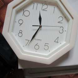 Часы настенные Quartz новые в коробке