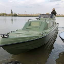Лодка моторная каютная Riverboat 70DC Vega