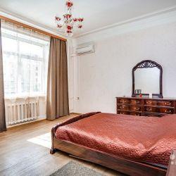 Сдам квартиру посуточно 3-к квартира 105 м² на 2 этаже 8-этажного кирпичного дома