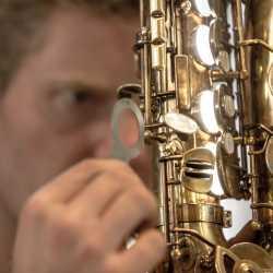 Ремонт саксофонов. Мастерская