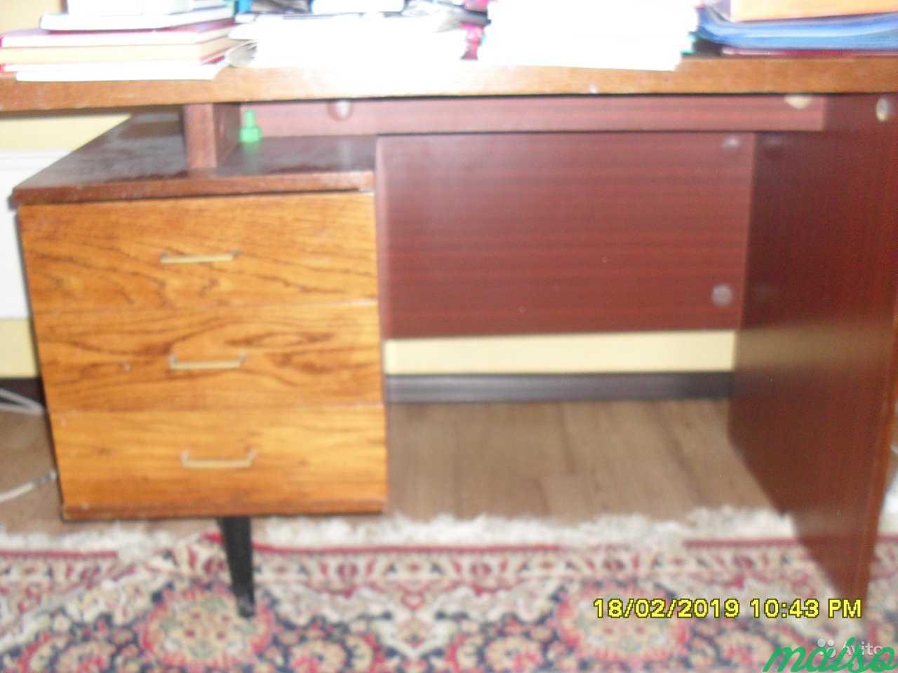 Стол письменный и мебель из квартиры в Москве. Фото 1