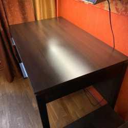 Рабочий стол BRW, б/у в хорошем состоянии