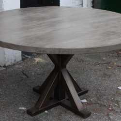 Круглый стол кантри из массива обеденный