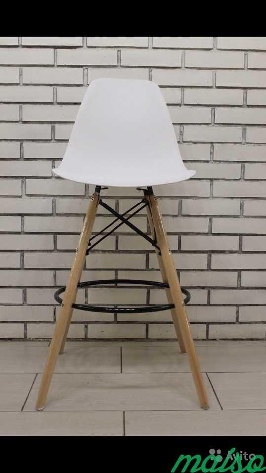 Барные стулья Eames белые в Москве. Фото 1