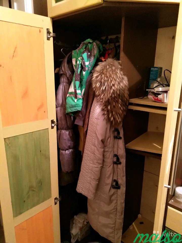 Шкаф угловой из прихожей с ящиками и зеркалом в Москве. Фото 2
