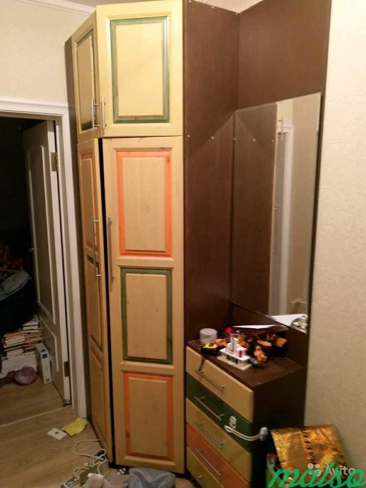 Шкаф угловой из прихожей с ящиками и зеркалом в Москве. Фото 1