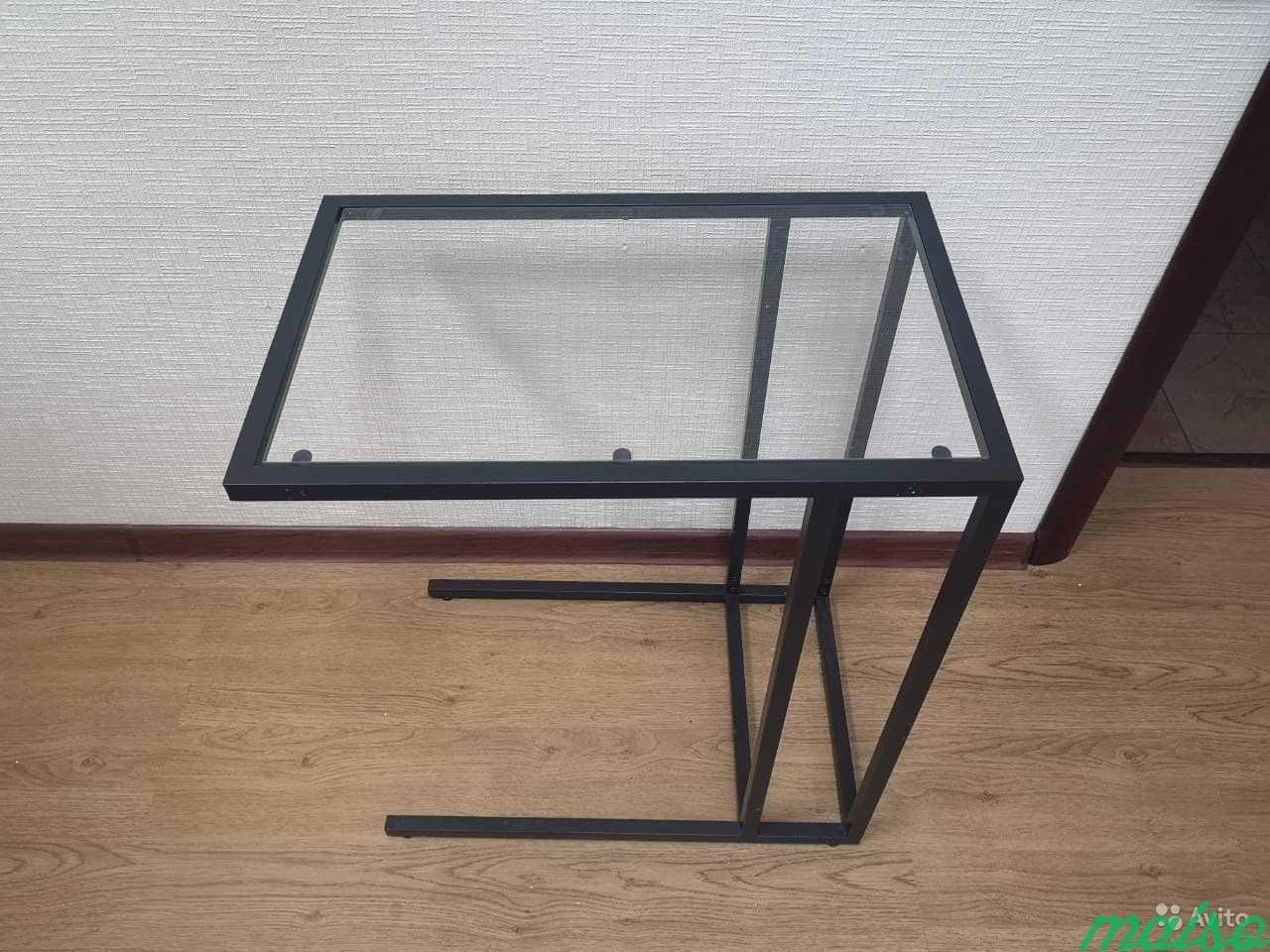 Столик стеклянный задвижной под диван в Москве. Фото 1