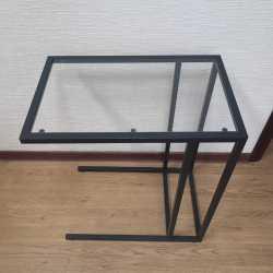 Столик стеклянный задвижной под диван