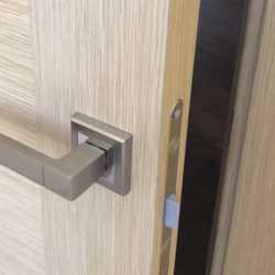 Межкомнатная дверь 200/80 Новая