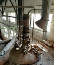Реактор нержавеющий, объем — 1,6 куб.м., мешалка, без рубашки