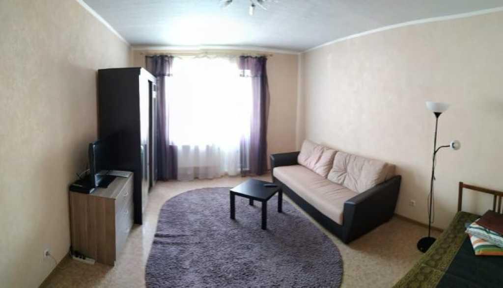 Тюмень, ул. Рощинское шоссе, 2к16 Сдам уютную однокомнатную квартиру. в Тюмени. Фото 1