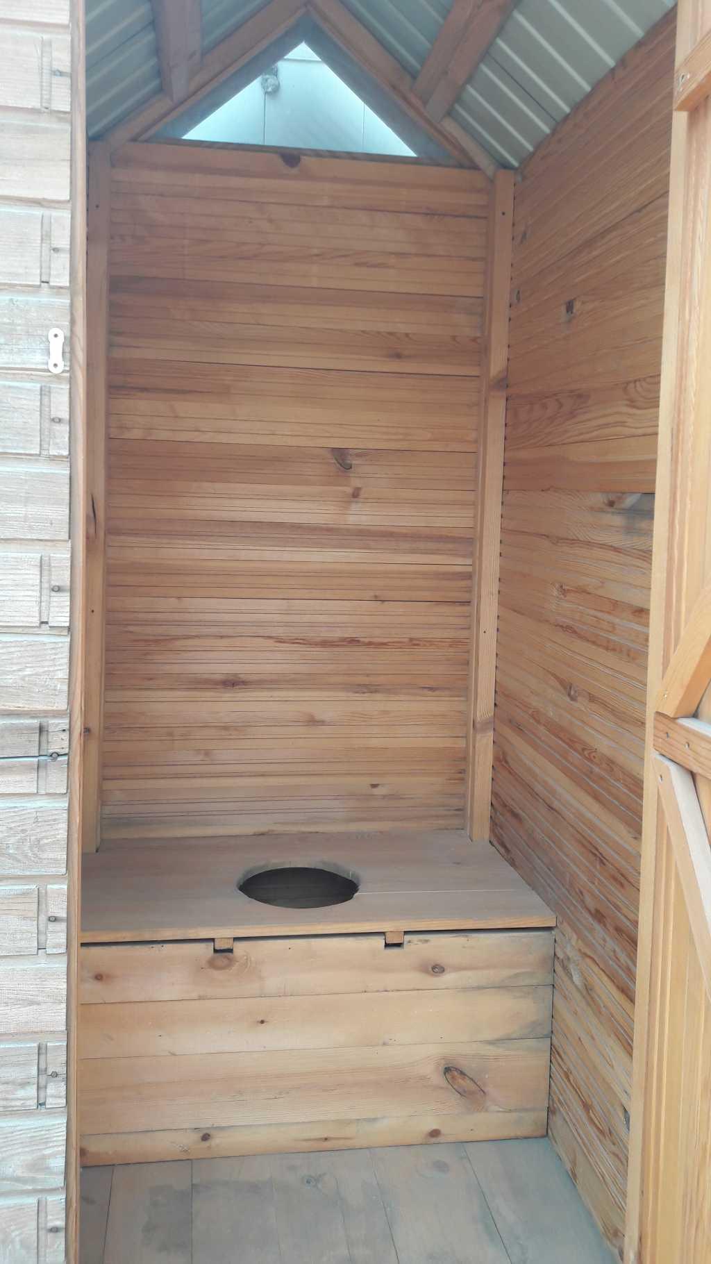 Туалетные деревянные кабины в Тюмени. Фото 4