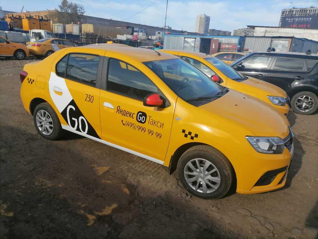 Водитель такси, аренда брендированного автомобиля в Москве. Фото 1