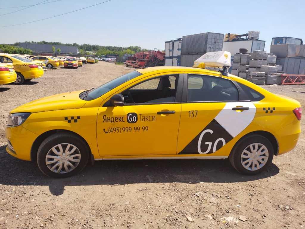 Водитель такси, аренда брендированного автомобиля в Москве. Фото 6